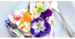 Kage med blomster