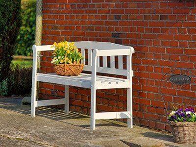 Blomster på en bænk